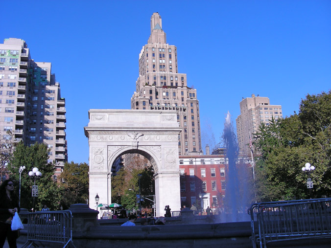 arch and skyscrapers behind fountain